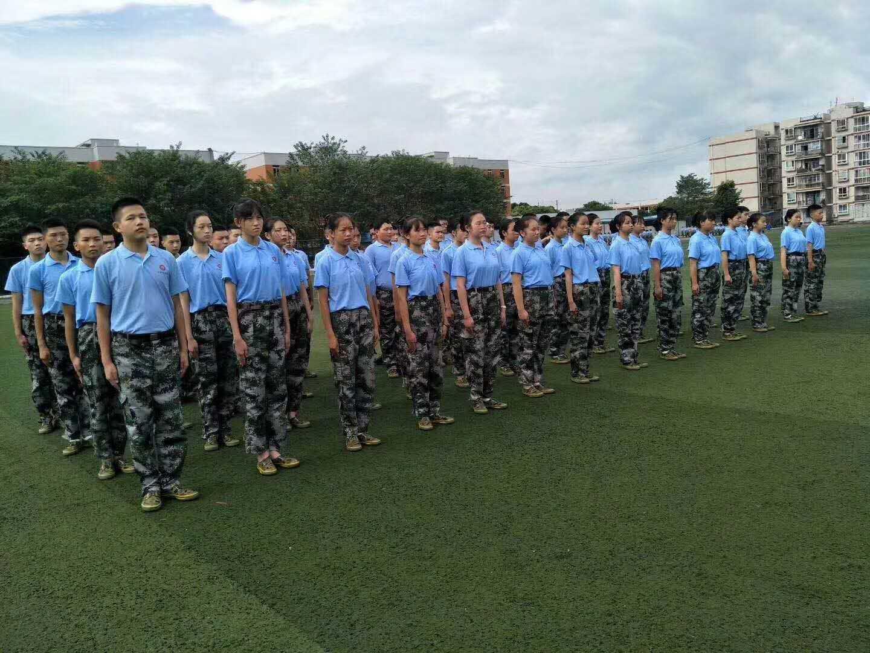 同学们在军训